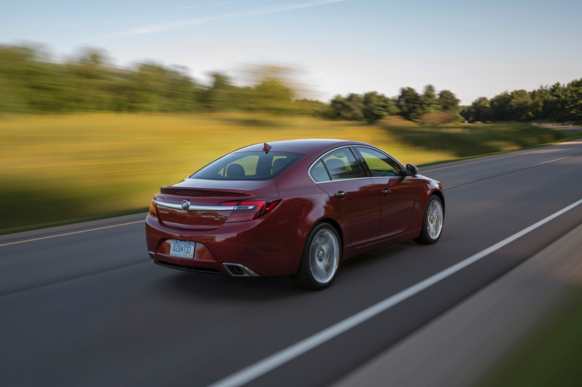 2014-Buick-RegalGS-028