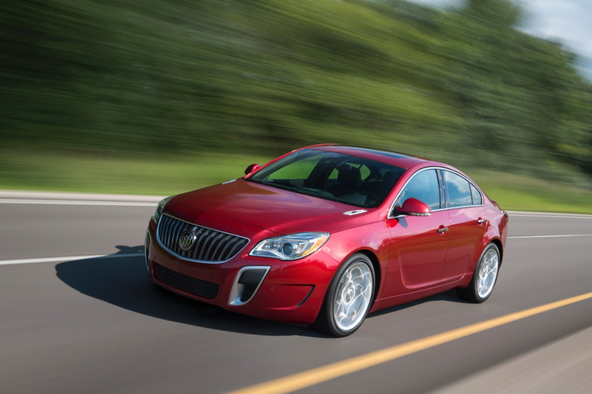 2014-Buick-RegalGS-030