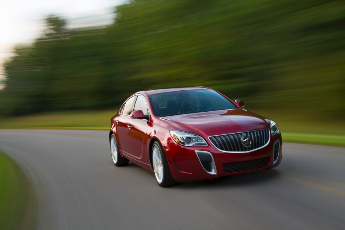2014-Buick-RegalGS-032