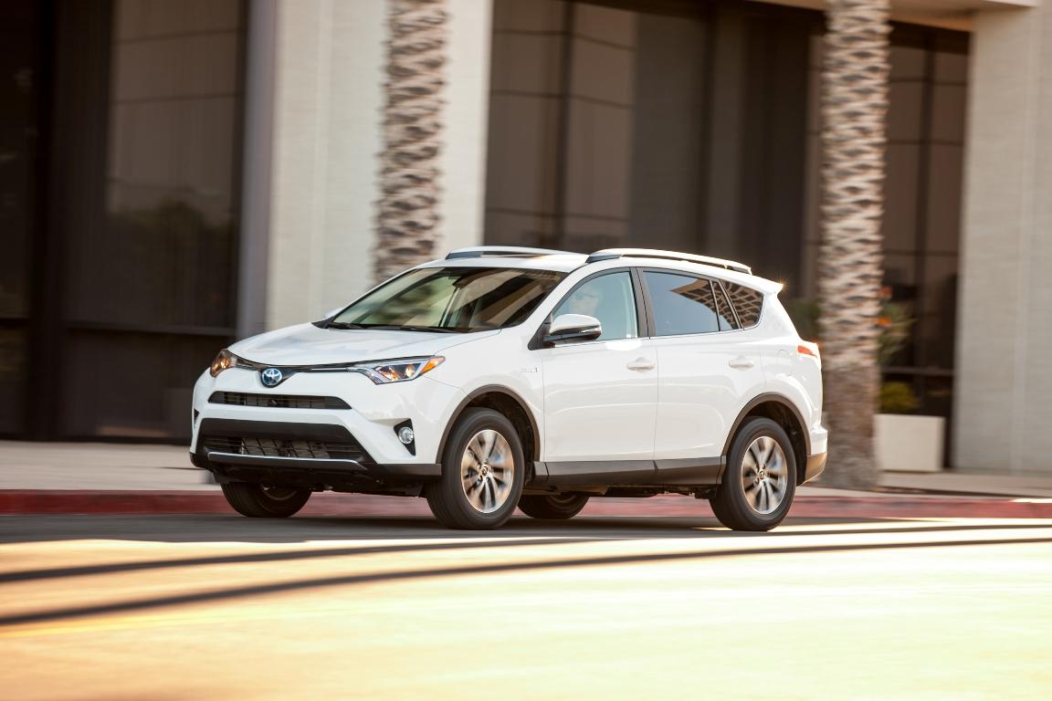 2016_Toyota_RAV4_Hybrid_XLE_11_B3DEB49102496C6BB121C8AF652D6C728C99C348