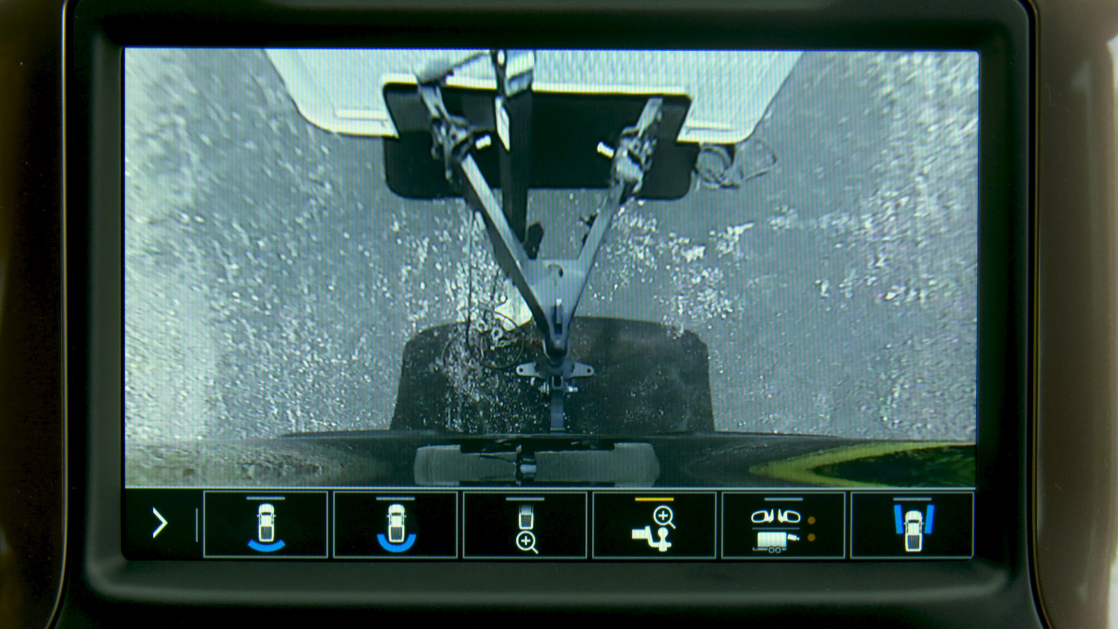 Part of the Advanced Trailering System, Hitch Guidance with Hitch View adds dynamic backing guidelines to the Rear Vision Camera system to help customers line up their hitch. (GM)
