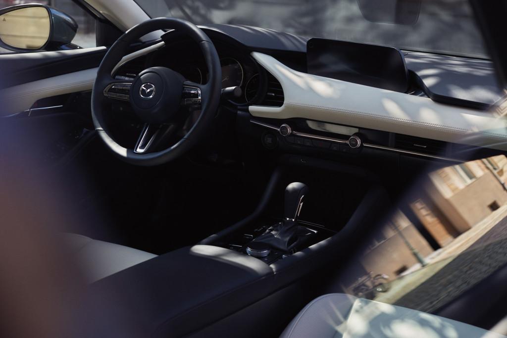 2020_Mazda3_17