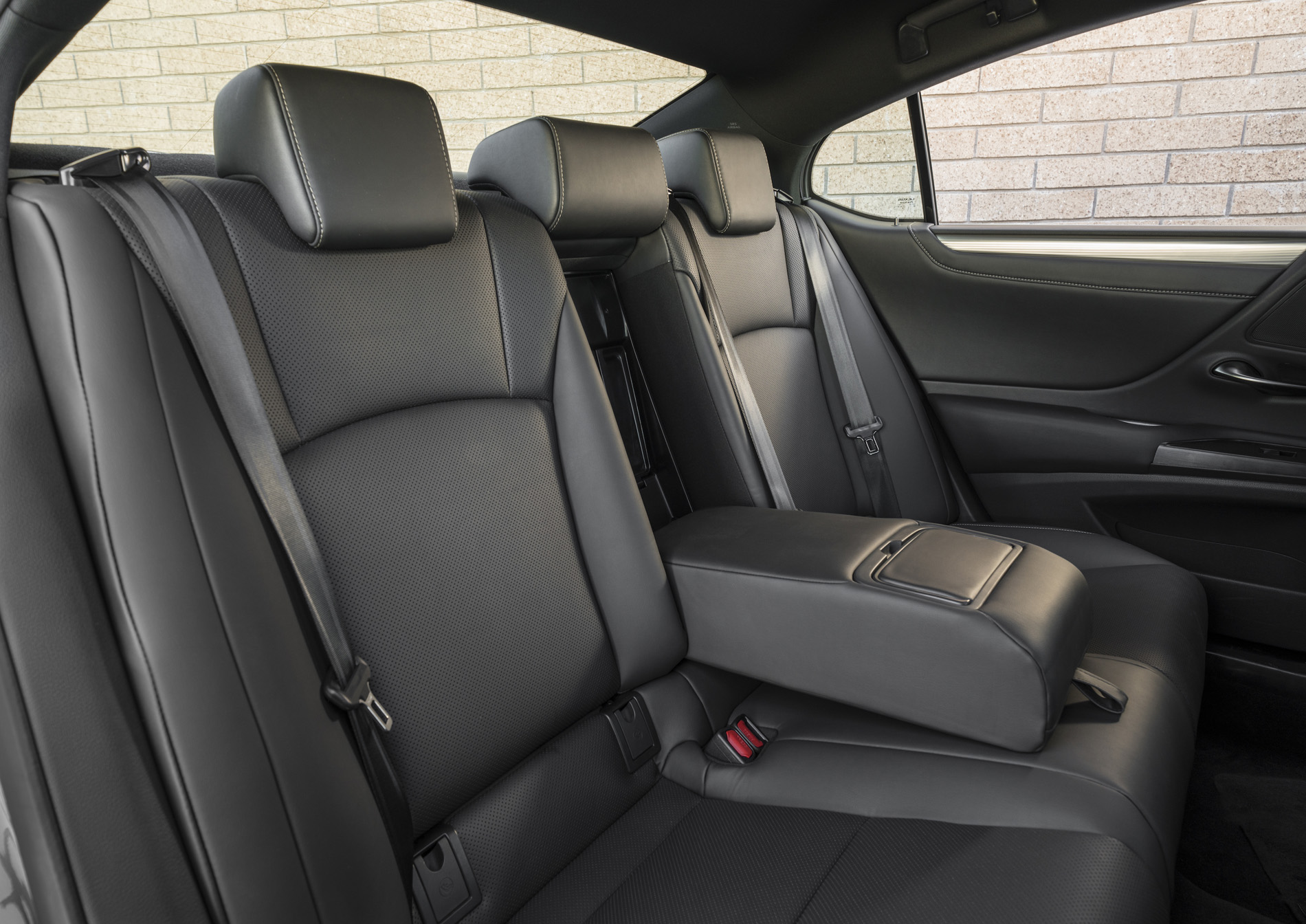 2020_Lexus_ES_030_4B12CAFB0DAC4B87BCED3364FEC0C8FAA049CB23