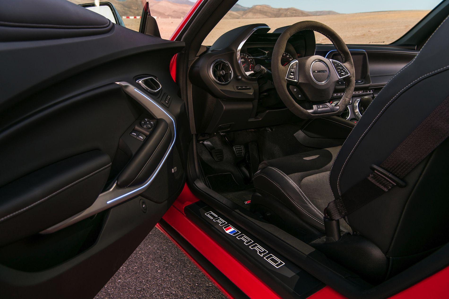 2017-Chevrolet-Camaro-1LE-035