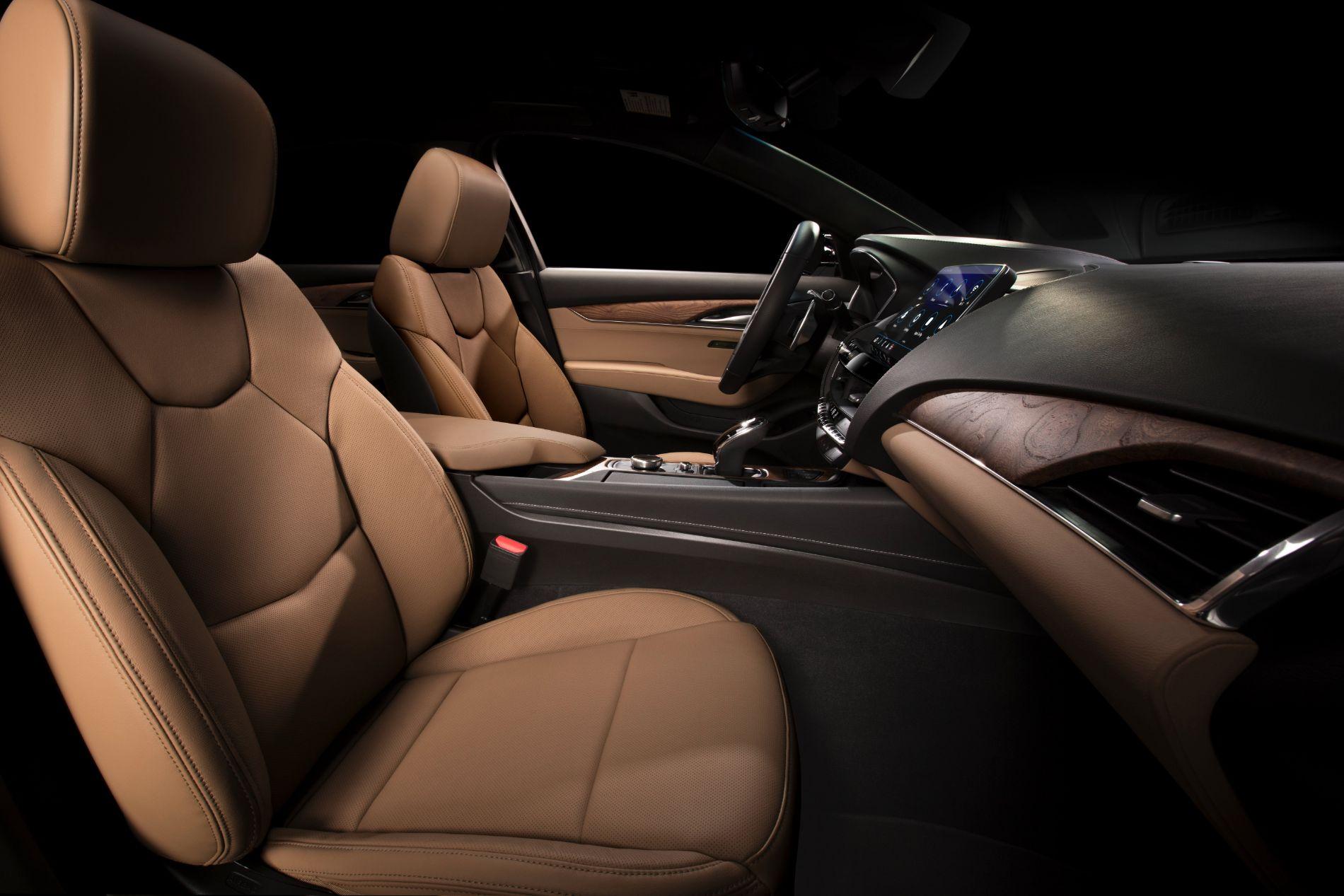 2020-Cadillac-CT5-PremiumLuxury-016